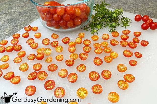 Cutting cherry tomatoes in half