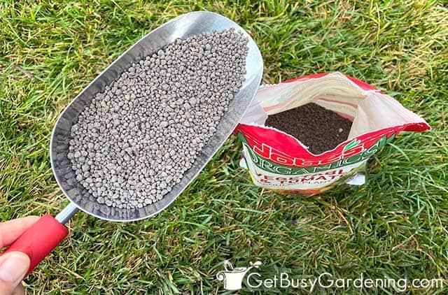 Natural granular fertilizer for vegetables